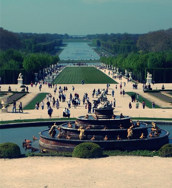 http://www.lasouriscoquette.com/wp-content/uploads/2013/05/versailles4.jpg