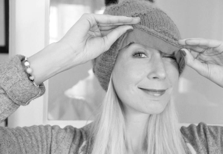 la-souris-coquette-blog-mode-pretty-little-things-bonnet-blue-melon-pompon-22