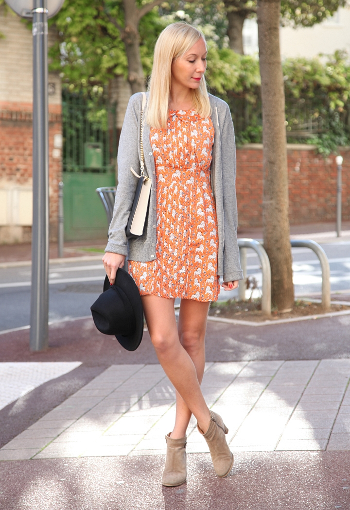 la-souris-coquette-blog-mode-robe-orange-lion-chapeau-minimum-1