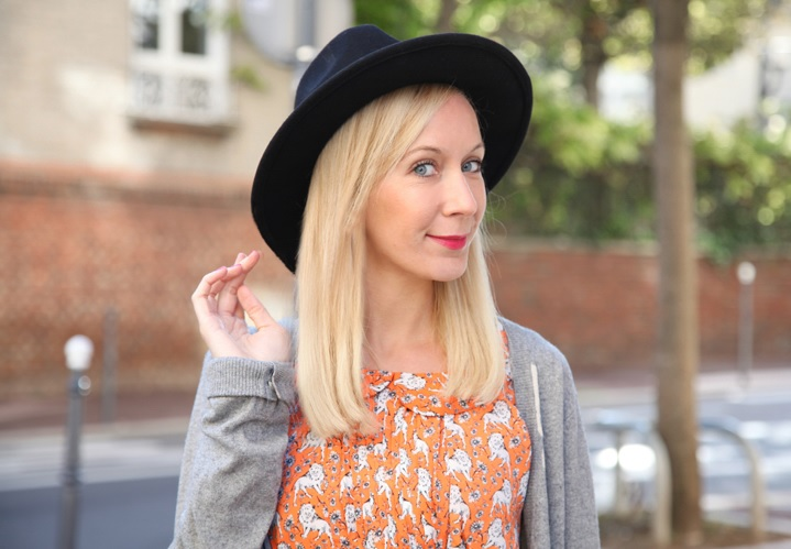 la-souris-coquette-blog-mode-robe-orange-lion-chapeau-minimum-5