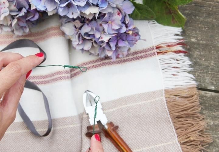 la-souris-coquette-blog-mode-DIY-couronne-de-fleurs-hortensia-4