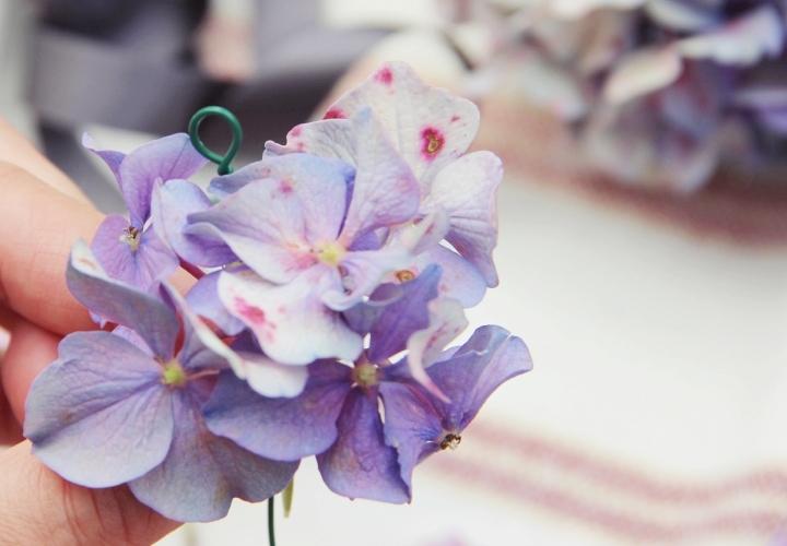 la-souris-coquette-blog-mode-DIY-couronne-de-fleurs-hortensia-7