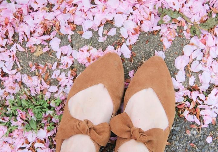 la-souris-coquette-blog-mode-paris-cerisiers-fleurs-trench-claudie-pierlot-sac-chat-sezane-10