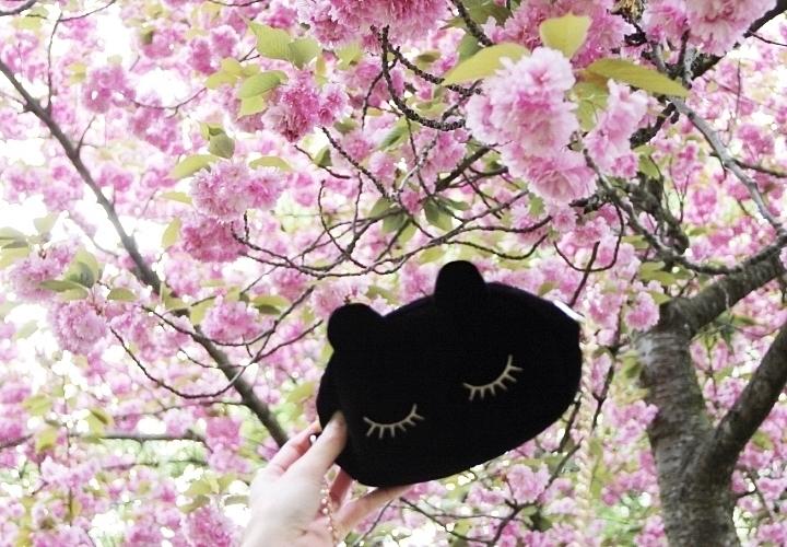 la-souris-coquette-blog-mode-paris-cerisiers-fleurs-trench-claudie-pierlot-sac-chat-sezane-7
