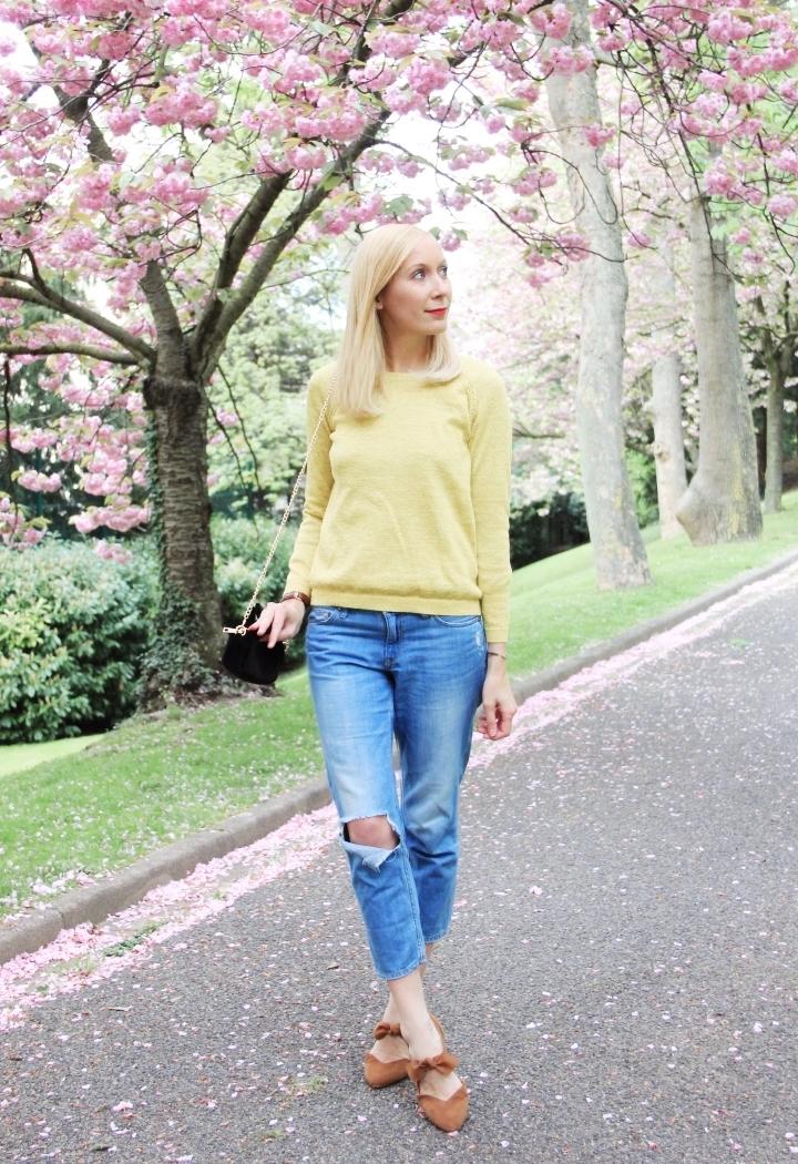 la-souris-coquette-blog-mode-paris-cerisiers-fleurs-trench-claudie-pierlot-sac-chat-sezane-9